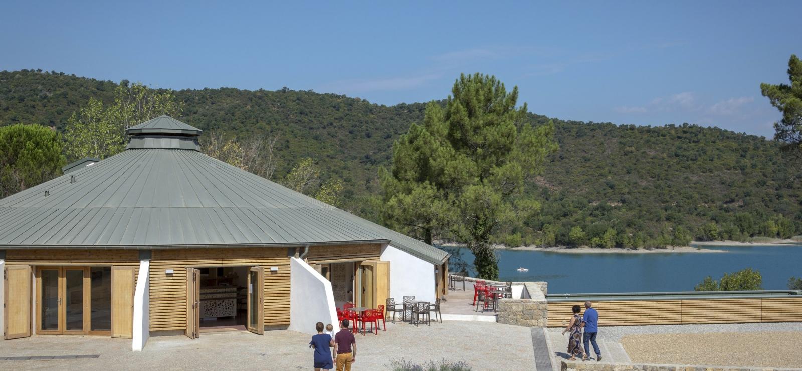 Maison du lac et vue lac