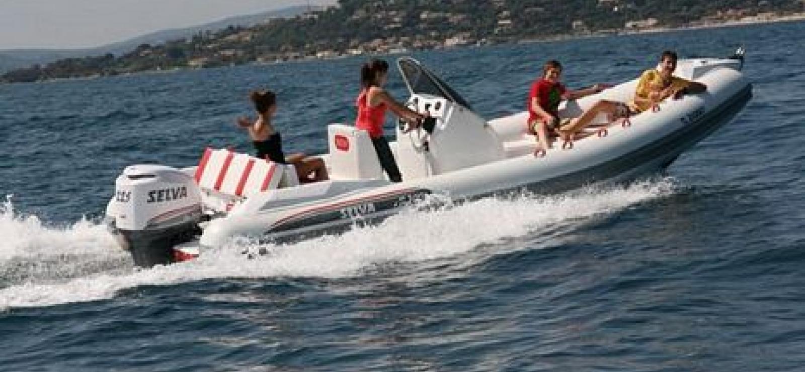 Location de bateau à moteur avec permis