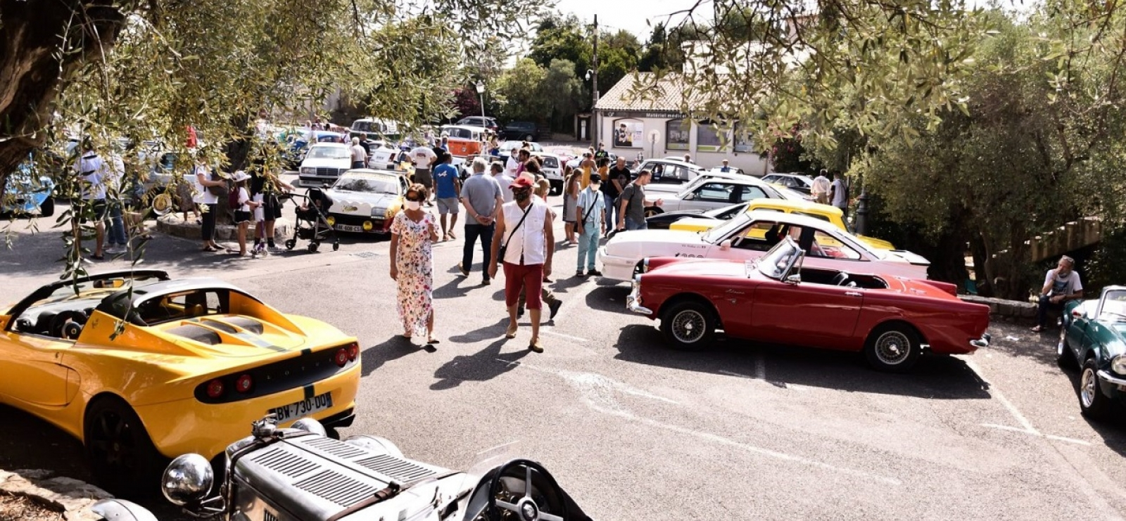 Rassemblement de véhicules anciens et de collection de 1940 à 1990