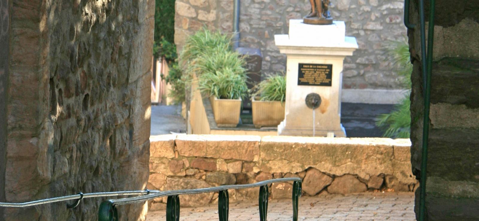 Fontaine Place Le Bigot