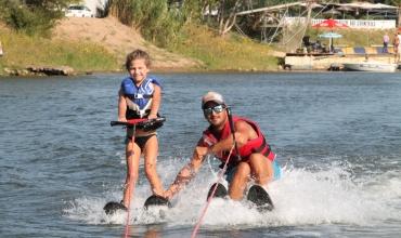 Ski nautique sur lac
