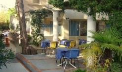 L'Oasis - Fréjus - entrée et terrasse