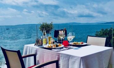 La Réserve Gayrard - terrasse table vue mer