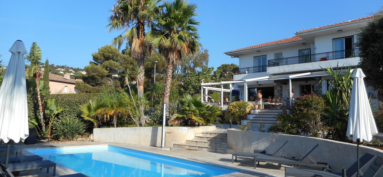 Hôtel la Quiétude - exterieur A piscine
