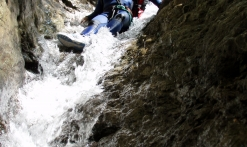 Canyoning dans une cascade