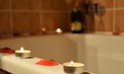 Décoration romantique autour de la baignoire