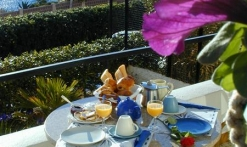 Cap Riviera - St-Aygulf - Fréjus - petit déjeuner en terrasse