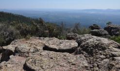 Le sentier des Meules et l'Oppidum de la Forteresse