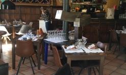La salle boisée du restaurant