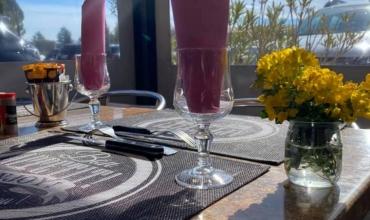 La table dressée en extérieur
