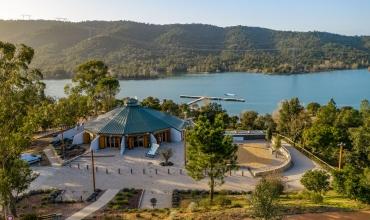 Du lac au village médiéval